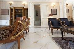 Interior de uma casa de campo luxuosa Fotos de Stock Royalty Free