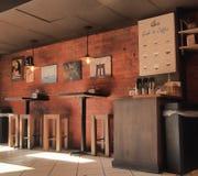 Interior de uma casa do café fotografia de stock