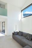 Interior de uma casa moderna fotos de stock royalty free