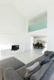 Interior de uma casa moderna fotografia de stock royalty free