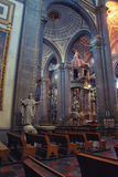Interior de uma catedral Foto de Stock