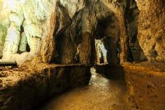 Interior de uma caverna fotografia de stock
