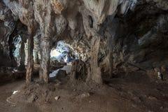 Interior de uma caverna imagem de stock