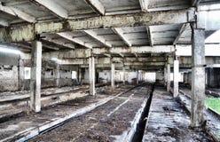 Interior de uma construção industrial velha Imagem de Stock