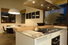 Interior de uma cozinha imagens de stock royalty free
