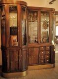 Interior de uma drograria antiga Imagens de Stock