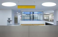 Interior de uma emergência do hospital Fotos de Stock Royalty Free