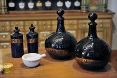 Interior de uma farmácia velha Imagens de Stock Royalty Free