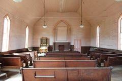Interior de uma igreja abandonada fotografia de stock royalty free