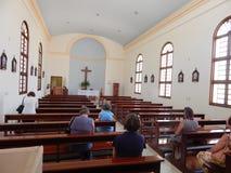 Interior de uma igreja foto de stock
