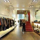 Interior de uma loja do boutique das mulheres Imagem de Stock