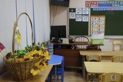 Interior de uma sala de aula moderna da escola fotos de stock