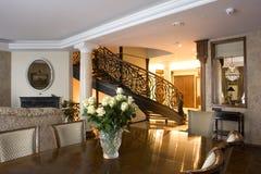 Interior de uma sala de visitas imagens de stock royalty free