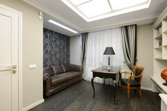 Interior de uma sala luxuosa do armário Fotos de Stock Royalty Free