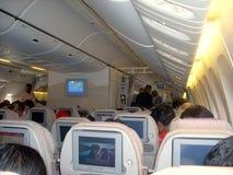 Interior de un Airbus A340-500 de las líneas aéreas de los emiratos foto de archivo libre de regalías