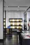 Interior de un almacén moderno del boutique Imagen de archivo libre de regalías