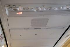 Interior de un avión y de muestras de no fumadores Foto de archivo libre de regalías