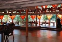 Interior de un café al aire libre del verano Fotografía de archivo libre de regalías