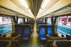 Interior de un carro ferroviario italiano Ningunas personas fotografía de archivo
