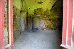 Interior de un castillo abandonado viejo Fotografía de archivo libre de regalías