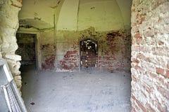 Interior de un castillo abandonado viejo Imagen de archivo