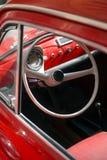 Interior de un coche clásico Foto de archivo
