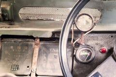 Interior de un coche viejo del vintage clásico Fotos de archivo libres de regalías