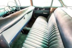 Interior de un coche viejo del vintage clásico Fotos de archivo