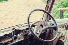 Interior de un coche viejo del vintage clásico Imagenes de archivo