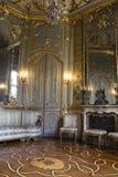 Interior de un cuarto en el palacio histórico de Litta Fotografía de archivo