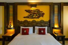 Interior de un dormitorio adornado con estilo tradicional tailandés septentrional Fotos de archivo libres de regalías