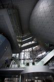 Interior de un edificio de oficinas contemporáneo en Shangai Imagen de archivo