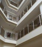 Interior de un edificio moderno imagen de archivo libre de regalías