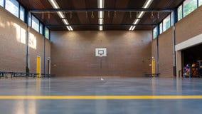 Interior de un gimnasio en la escuela Foto de archivo libre de regalías