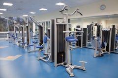 Interior de un gimnasio moderno Foto de archivo