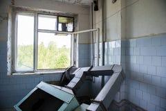Interior de un hospital soviético abandonado viejo Foto de archivo libre de regalías