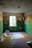 Interior de un hospital soviético abandonado viejo Imagen de archivo