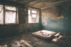 interior de un hospital soviético abandonado viejo - effe de la película del vintage Imagen de archivo libre de regalías