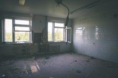 interior de un hospital soviético abandonado viejo - effe de la película del vintage Foto de archivo libre de regalías