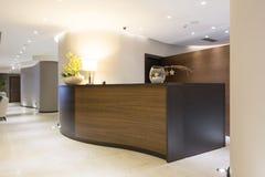 Interior de un hotel - área de recepción Imágenes de archivo libres de regalías