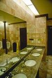 Interior de un lavabo público Foto de archivo