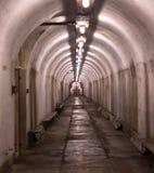Interior de un militar abandonado del refugio Imagen de archivo