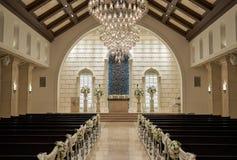 Interior de un pasillo de la boda del estilo de la capilla foto de archivo