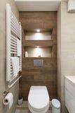 Interior de un pequeño cuarto de baño Imágenes de archivo libres de regalías