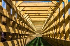 Interior de un puente cubierto viejo Fotos de archivo