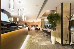 Interior de un restaurante - área contraria Imágenes de archivo libres de regalías
