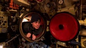 Interior de un submarino viejo almacen de metraje de vídeo