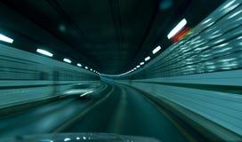 Interior de un túnel con el coche que pasa cerca. Foto de archivo libre de regalías
