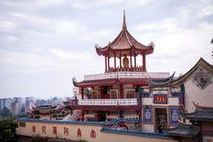 Interior de un templo asiático adornado fotos de archivo libres de regalías