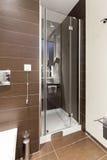 Interior de un toilette moderno Imagen de archivo libre de regalías